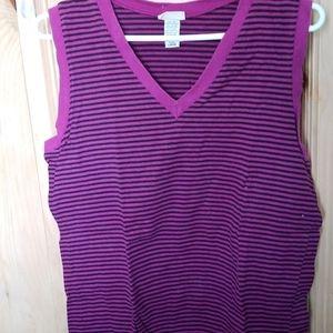 V neck sleeveless cotton  top.